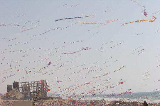 Gaza_Flying_Kites__01