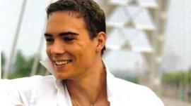 Luca Rocco Magnotta. Oui : un mutilateur peut sourire... Comme les femen. Source : cliquer.