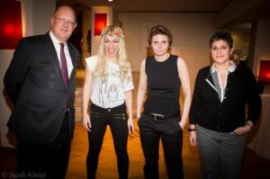 De gauche à droite, René Pflimlin, pdg de France Télévisions, Inna Chevchenko, Caroline Fourest, la petite amie de Caroline Fourest.
