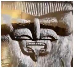 Une statue sur bois, Nouvelle Calédonie ( ou Nouvelle Kalidonie ? ) Des airs familiers..