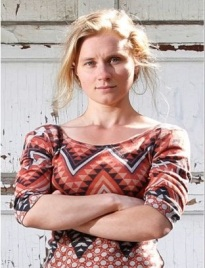 Xenia Chernyshova, en face de chez elle, Montréal, juin 2013.