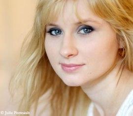 Un ange. Un ange stalinien? Kseniya (Xenia) Chernyshova. Femen québécoise d'origine ukrainienne. Comédienne pofessionnelle. Et comme il se doit, experte en métamorphoses ..