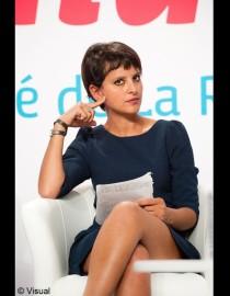 Najat Vallaud-Belkacem. Une femme sexy. Pas de doute. Mais faut pas le lui dire. C'est d'ailleurs la raison pour laquelle elle aime les montrer. Ou : De la Psychologie des Agace-Pissettes.