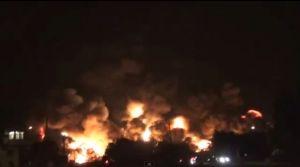 On y voit que du feu. Du gros feu. Mais c'est rien que du feu. Au rythme de la catabole, imprévisible, mais incontournable. Le désastre de Lac Mégantic. 6 juillet 2013, vers 01h30 du matin. Il y en aura de plus en plus.