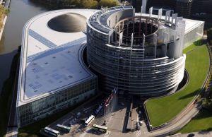 Le Parlement Européen à Strasbourg. La volonté profonde de reproduire la dynamique des ruines..