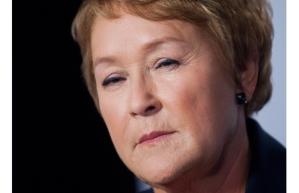 Pauline Marois, premier ministre du Québec. Une Charte de laïcité. Au même moment où on en affiche une partout en France. Ceux qui croient que c'est dû au hasard ne dorment pas : ils sont dans le coma.