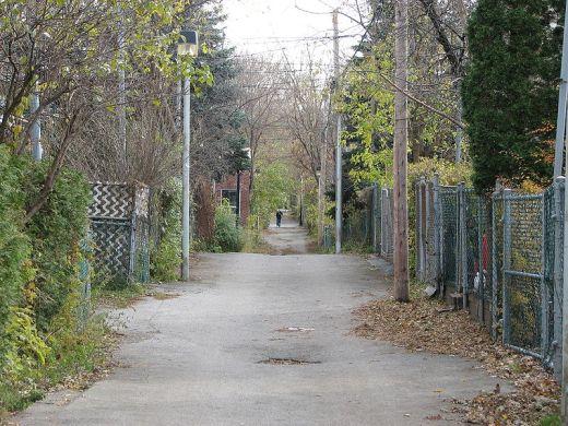 Ruelle du quartier Rosemont, Petite Patrie, à Montréal, automne 2009, photo Stéphane Batigne.